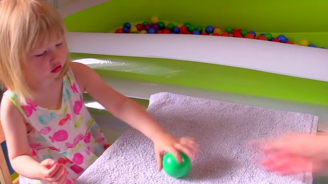 _The Ball Pit Show_ for learning colors -- children's educational video